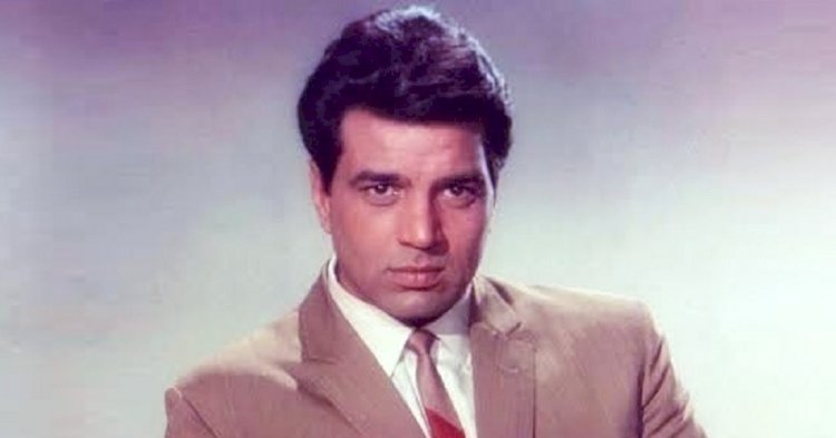 Dharmendra's bungalow is very luxurious from inside, from walls to antique things is wonderful