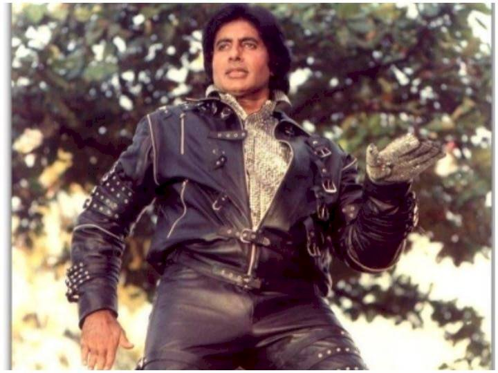 Bollywood superstar Amitabh Bachchan completes his 52 years in the film industry